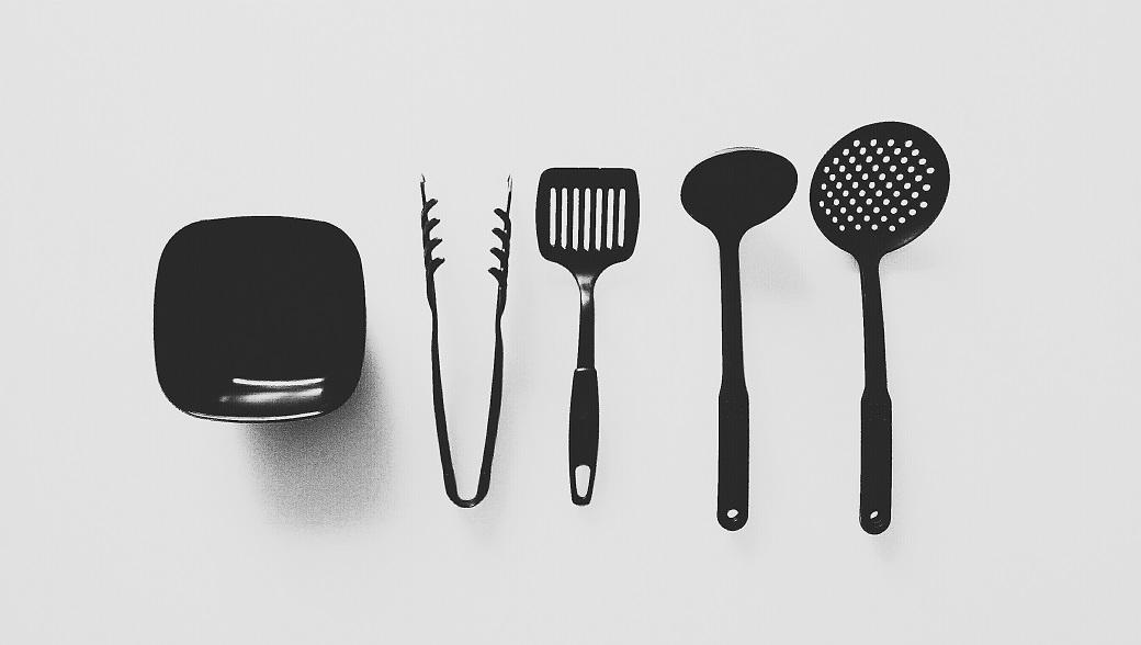 Minimalist Black Kitchenware